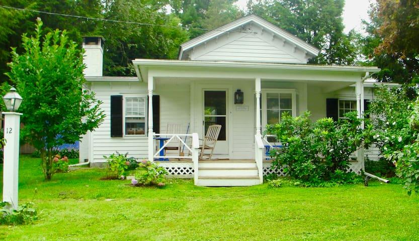 Chaplin Cottage, A Cozy Berkshire Getaway