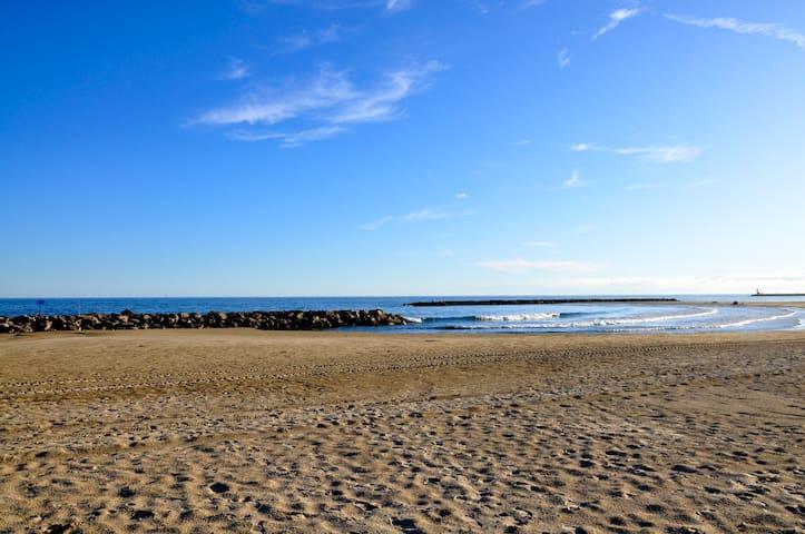 Villa plein pied, 3e ligne de plage de sable fin.
