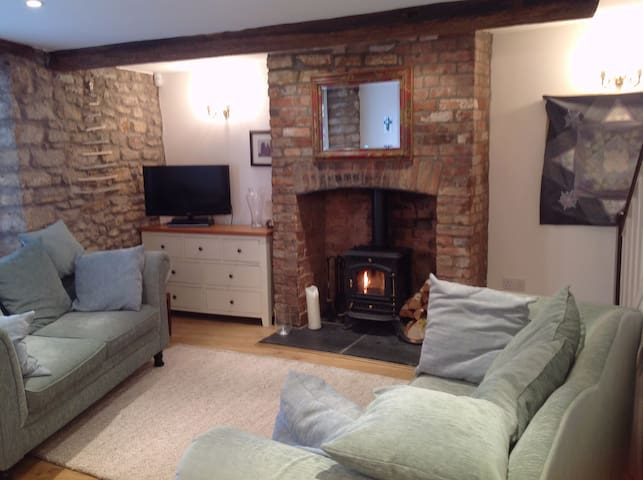 Charming cottage in historic central Wells