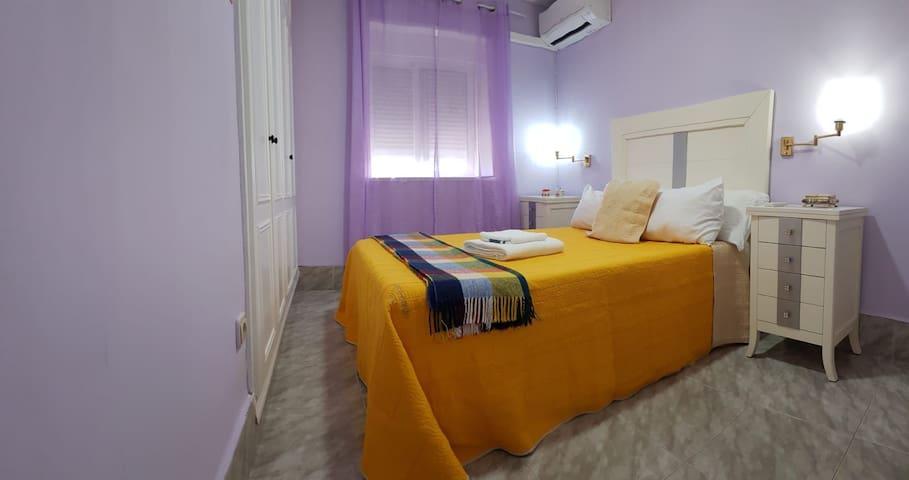 Habitación con WIFI - Room Near Barajas: Casa Yosi