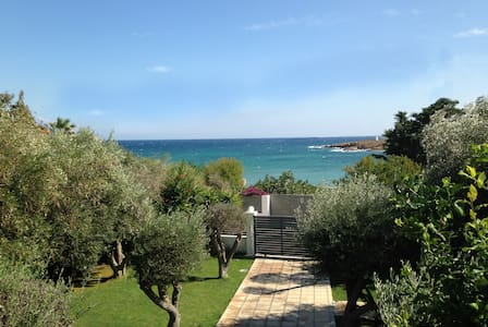 Spacious Seaside House 30 min from Athens - Artemis