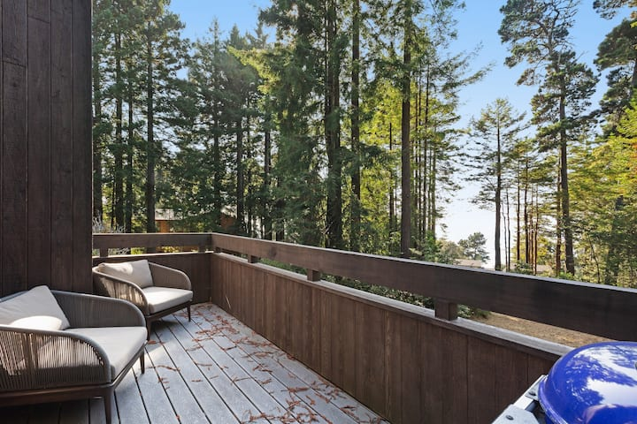 Whitewater ocean views w/ access to shared pools & tennis courts - dogs welcome!
