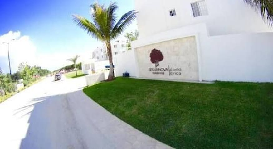 Beautiful Apartment 9 minutes from the Beach!!!
