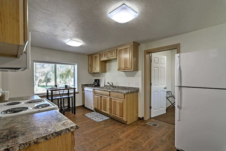 This recently remodeled unit offers accommodations for up to 4 guests.