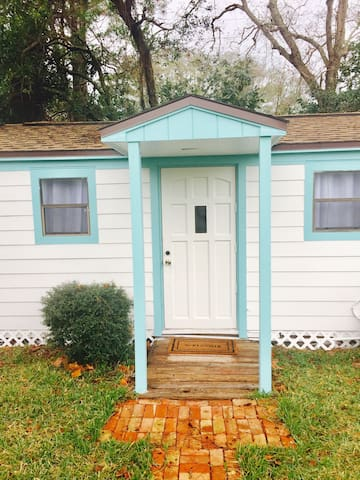 Cozy Cottage Studio, Walk to Beach - Jacksonville Beach - Hus