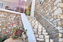 Σκάλα για τον πρώτο όροφο/ staircase to first floor