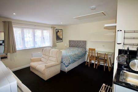 Detached Studio Annexe by Bournemouth University