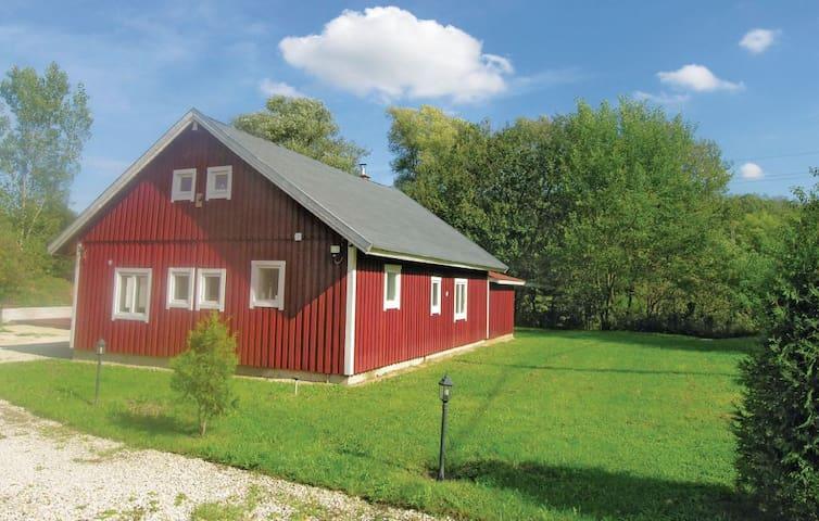 Naturnära rymligt och nordiskt hus