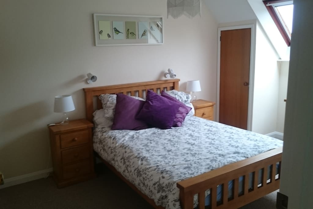 Spacious, bright double room with sink