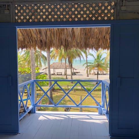 Cabaña frente al mar Caribe