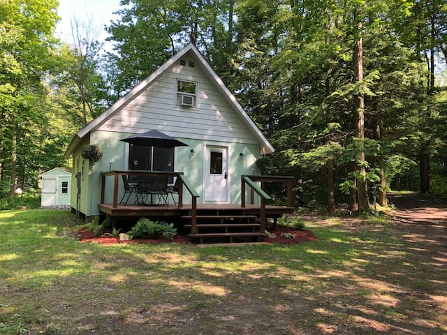 Cozy 2BR camp located by Lake Ontario,cable & WIFI