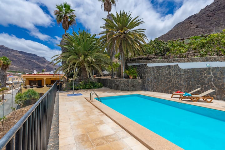 Holiday house with shared pool in Mogán ( GC0284)