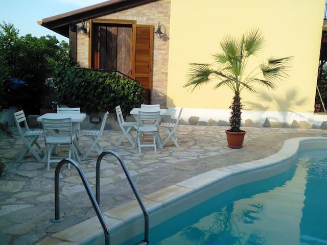 Villa con Piscina Jacuzzi Privata, TRAPANI MARE