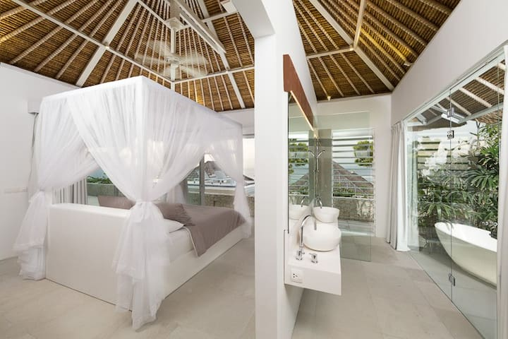 Top floor deluxe villa with a magnificent panorama across the ocean & Bay. Sip cocktails from the sundeck and watch the world go by.   This villa is king bed only -additional child bed available on request. Rumah Putih has two villas like this.