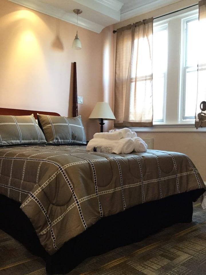 Cozy Bedroom C (La Salle University)
