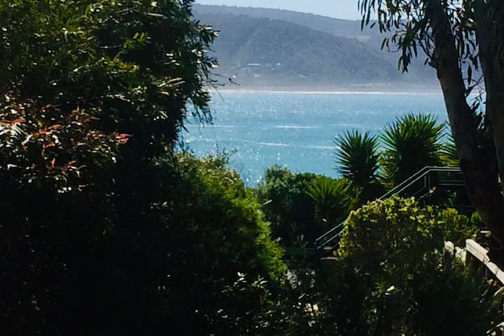 Lorne Ocean Swell View, Private Garden Courtyard.