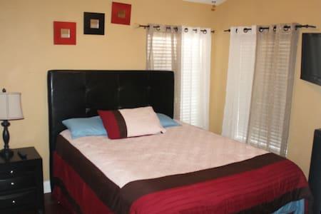 Charming 2 Bedroom 1 Bath Villa  - Tampa - Villa