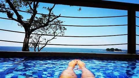 Casa 2° andar com piscina de frente para o mar