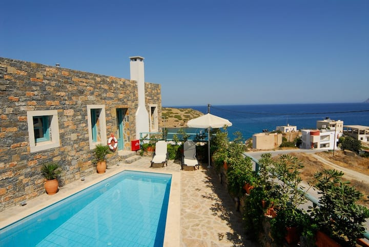 Sea view Villa traditional Cretan colour in Mohlos