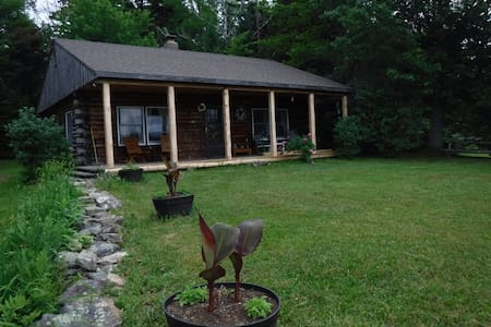 Meadow Woods Cabin, private, cozy and unconnected!