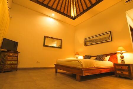 cozy private room kuta beach - Kuta - Casa