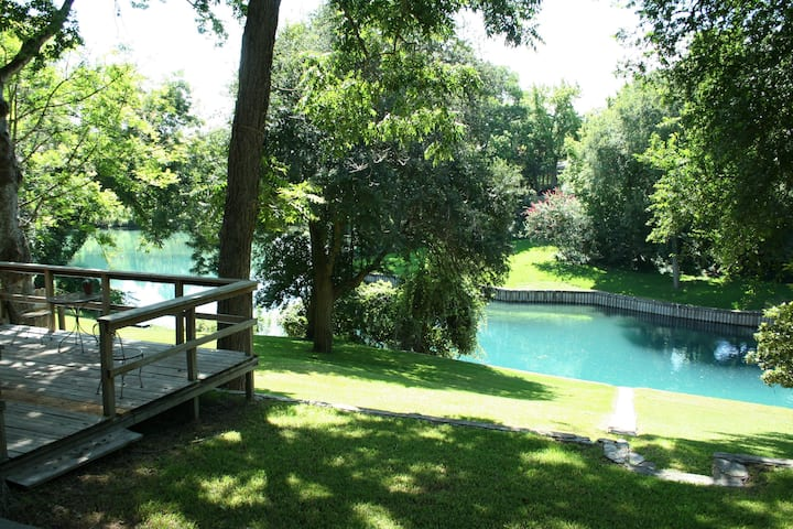 Blue River Haus on the Comal River