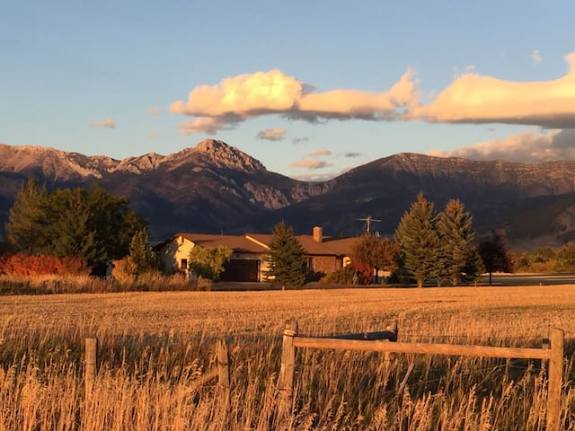 Ranch Home, Easy Access to Bozeman and Yellowstone - Belgrade - House