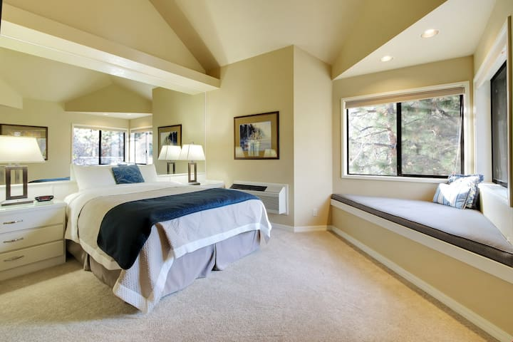 River Ridge 422B - Private, hotel style suite in Bend with access to fitness center.