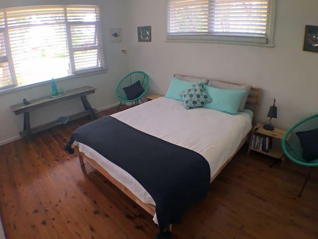 The Aqua Room (Bedr 1)