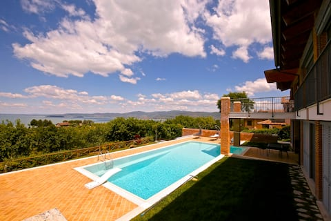 Sunset & nature at Trasimeno Lake with swim-pool