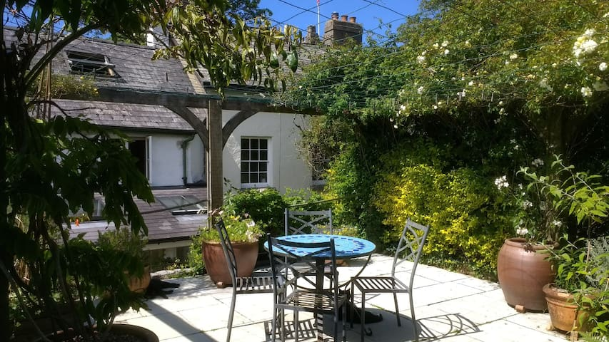 Chagford Cottage Terrace Garden sleeps 5-8 guests.