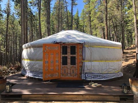 Mongolian Mountain Yurt - Glamping Ger Getaway