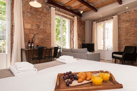 Each of these stylish studios comes with free Wi-Fi and a balcony. The air-conditioned studios maintain charming original features such as beamed ceilings and exposed brick walls.  Common roof top terrace.