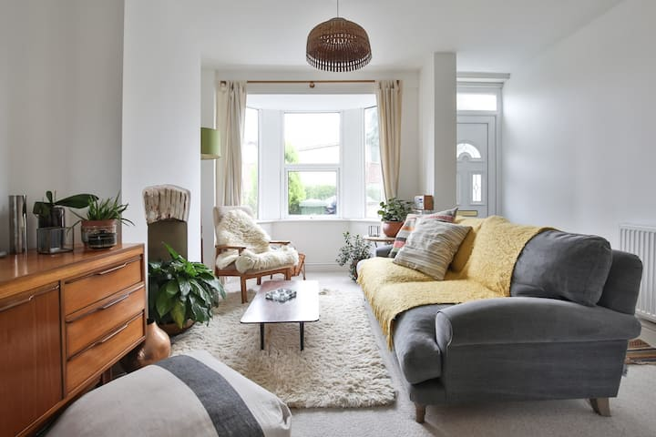 Cosy, stylish home + garden in trendy East Oxford