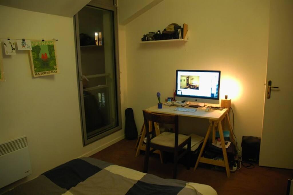 chambre donnant sur cour intérieure calme