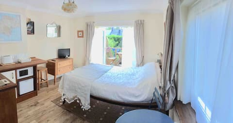 Studio/Self-Contained Double Room in Babbacombe
