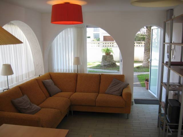 Bonito apartamento en zona tranquila HUGT-1095 - Empuriabrava - Condominio