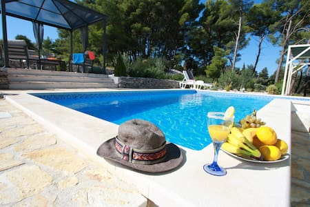 Holiday Home Ela - Three Bedroom Holiday Home with outdoor Pool