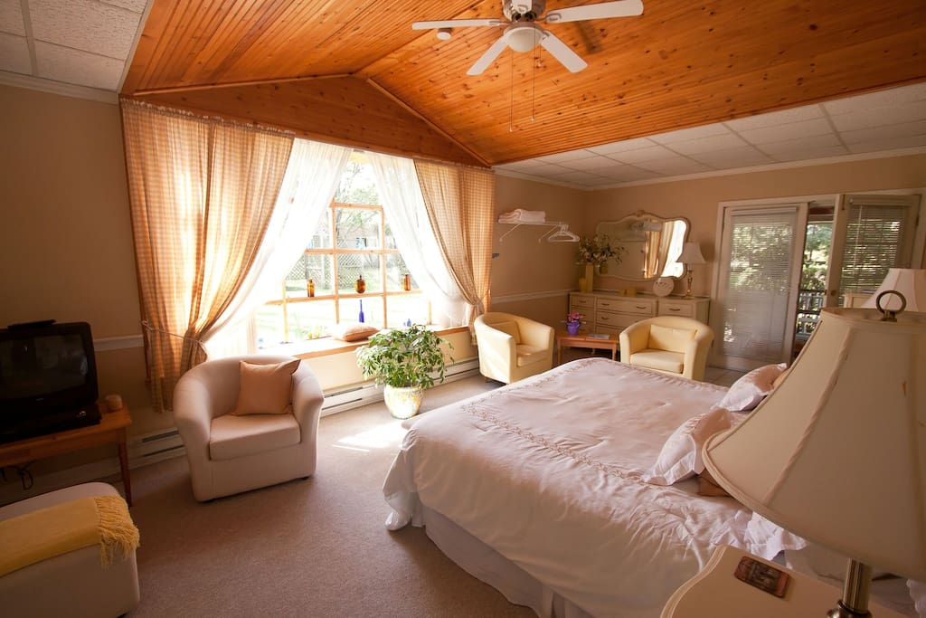 Willow creek lodge with hot tub houses for rent in for The lodge at willow creek