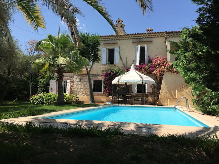 Charming Provencal House in Antibes center