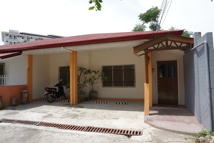 3 Bedroom House Good for Up To 5 Persons