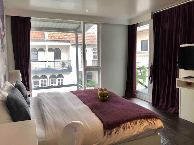 Stylish Room with Balcony-5mins to Emquartier/BTS