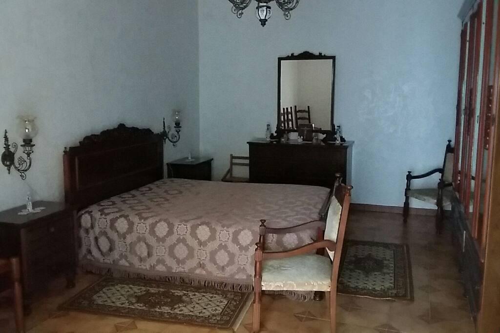 Camera da letto classico stile siciliano