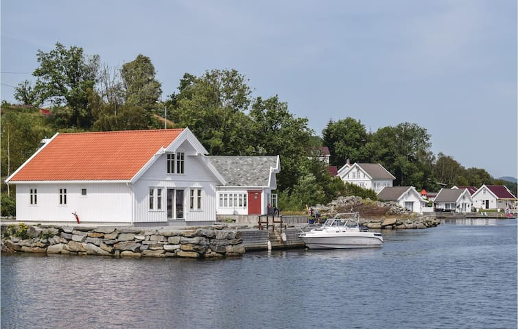 Holiday cottage with 1 bedroom on 70m² in Skjoldastraumen