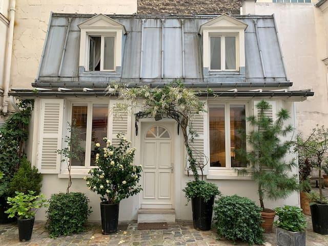 Maison au centre de Paris // Dollhouse in Paris