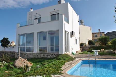 Maison vue mer 160° piscine privée - Epano Loumas