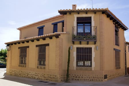 Amazing house in Villalpando & Wifi