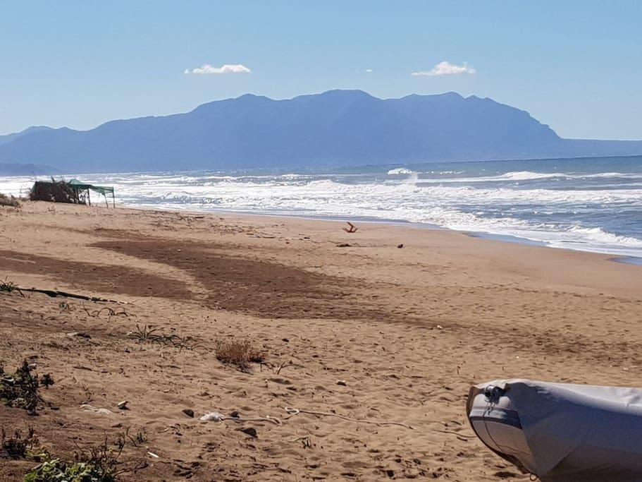 Naturbelassener Strand