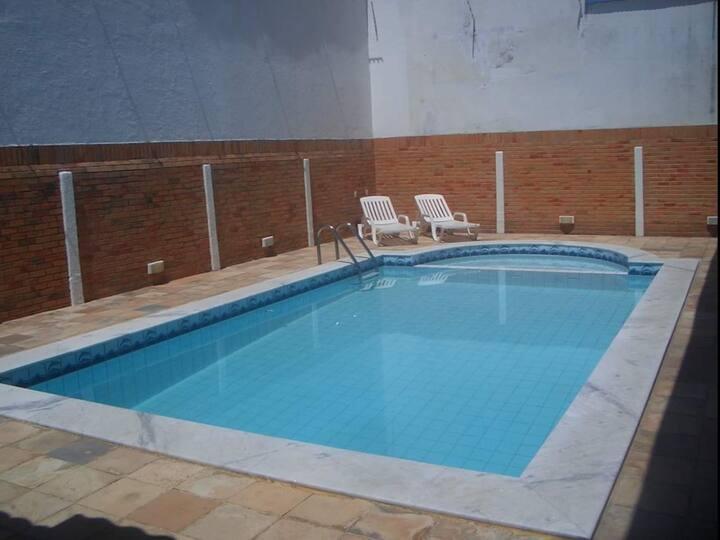 Casa em Ponta Negra com piscina e churrasqueira