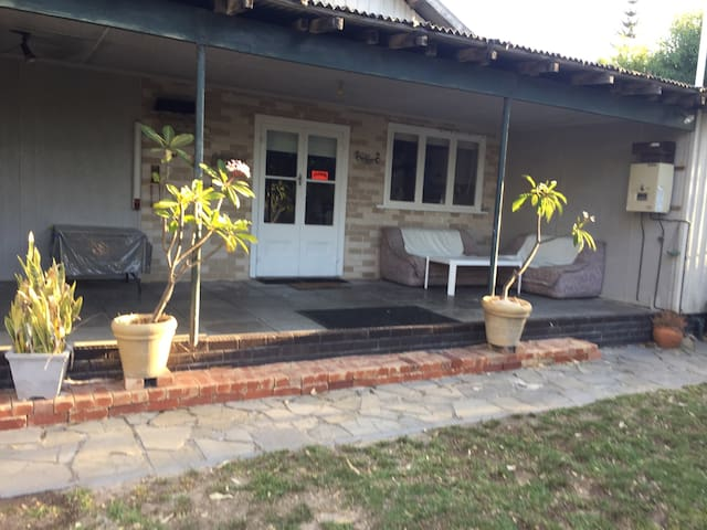 3 Bed cottage close to the beach